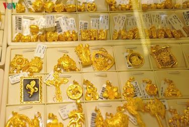 Giá vàng không giữ được đà tăng mạnh của tuần trước do áp lực chốt lời mạnh mẽ của các nhà đầu tư.