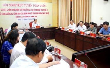 Đồng chí Tạ Văn Long - Phó Chủ tịch Thường trực UBND tỉnh cùng Ban đại diện Hội đồng quản trị Ngân hàng CSXH tỉnh, lãnh đạo các tổ chức chính trị, xã hội nhận ủy thác dự Hội nghị tại điểm cầu Yên Bái.