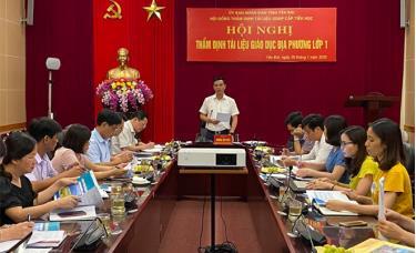 Đồng chí Dương Văn Tiến - Phó Chủ tịch UBND tỉnh, Chủ tịch Hội đồng thẩm định tài liệu giáo dục địa phương cấp tiểu học tỉnh Yên Bái phát biểu kết luận Hội nghị.