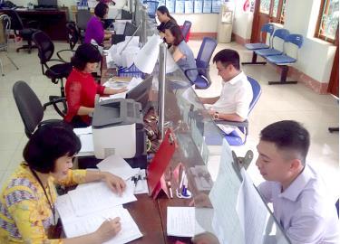 Giải quyết thủ tục hành chính nhanh gọn, tận tình tại Bộ phận Một cửa phường Đồng Tâm. Ảnh: Ngọc Đồng