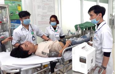 Tiếp nhận và xử lý bệnh nhân tại Khoa Hồi sức -  Cấp cứu, Bệnh viện Đa khoa Hữu Nghị 103.