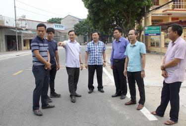 Lãnh đạo Thành ủy Yên Bái kiểm tra chất lượng thi công công trình đường Trần Bình Trọng.