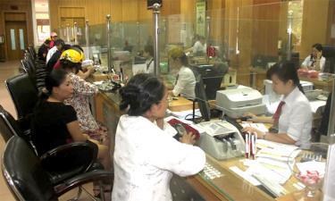 Hệ thống ngân hàng trên địa bàn tỉnh tích cực triển khai các gói hỗ trợ khách hàng.