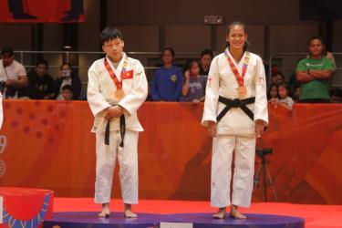 Thanh Thủy (trái) lần đầu tham dự Olympic.