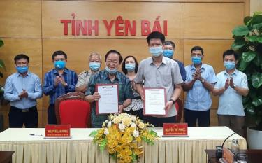 The People's Committee of Yen Bai province and the Vietnam Macadamia Association sign a memorandum of understanding on cooperation in the development of macadamia in Yen Bai province in the 2021-2025 period.