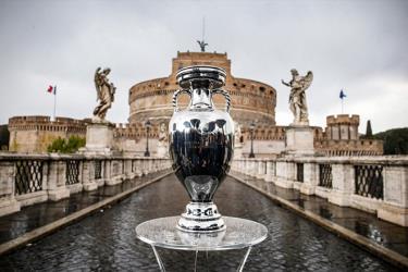 EURO có thể mở rộng lên từ 24 lên 32 đội vào năm 2028.