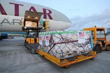 2 triệu liều vắc xin Moderna Mỹ tặng Việt Nam thông qua cơ chế COVAX về đến sân bay Nội Bài (Hà Nội) sáng 10-7. (Ảnh: Báo Tuổi Trẻ)