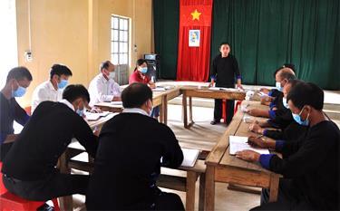 Một buổi sinh hoạt của Chi bộ thôn Khao Mang, xã Khao Mang, huyện Mù Cang Chải.