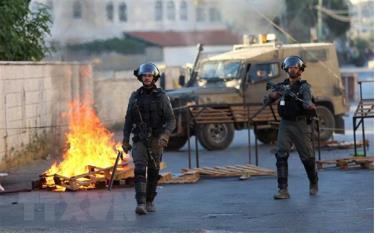 Cảnh sát biên giới Israel trong cuộc xung đột với người biểu tình Palestine tại làng Turmus Ayya, gần Ramallah, Khu Bờ Tây ngày 8/7/2021.