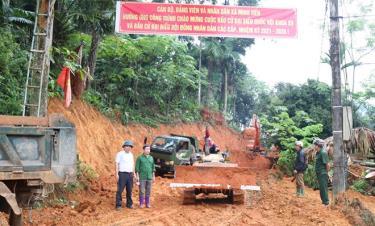 Một tuyến đường giao thông nông thôn đang thi công ở xã Minh Tiến, huyện Lục Yên.