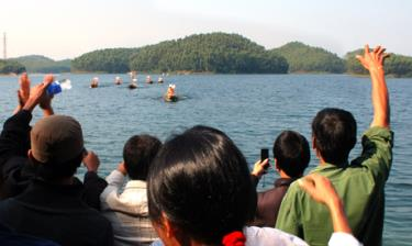 Hồ Thác Bà - tiềm năng du lịch đón đợi các nhà đầu tư.