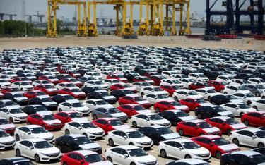 Số lượng ô tô nhập khẩu vào Việt Nam trong 6 tháng đầu năm 2019 gần tương đương số ô tô nhập khẩu trong năm 2018. Ảnh minh hoạ.