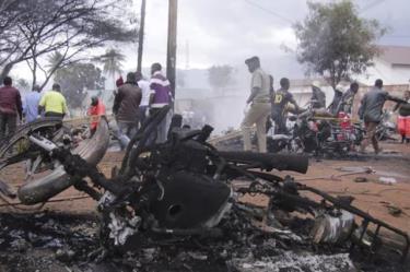Hiện trường vụ nổ xe chở dầu.