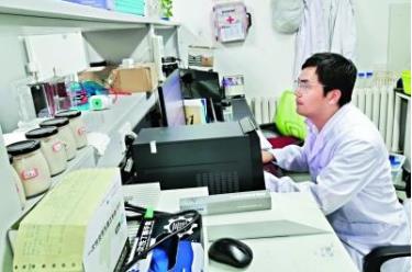 Ông Lý Kiện, người đã dành hai năm qua nghiên cứu thịt nhân tạo ở Trung Quốc.