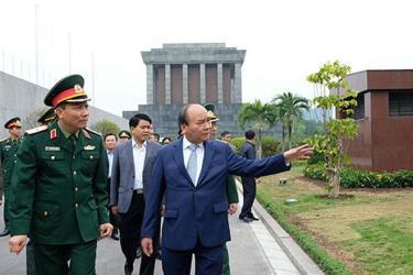 Thủ tướng trực tiếp kiểm tra kết quả tu bổ Công trình Lăng Chủ tịch Hồ Chí Minh.