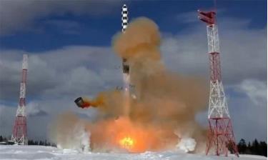 Tên lửa đạn đạo xuyên lục địa Sarmat trong đợt thử nghiệm năm 2017. Ảnh: Bộ Quốc phòng Nga.