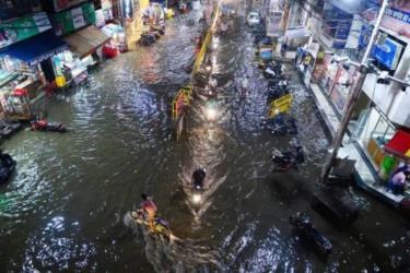 Cảnh ngập lụt tại thành phố Allahabad của Ấn Độ trong ngày 13.8