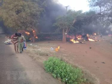 Hiện trường vụ nổ xe chở dầu tại khu vực Morogoro, Tanzania, ngày 10/8/2019.