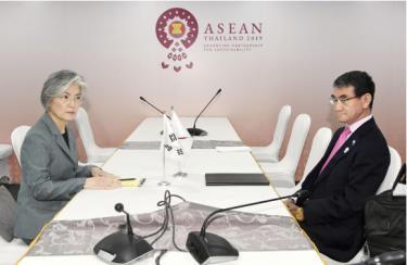 Ngoại trưởng Nhật-Hàn gặp nhau bên lề Hội nghị ASEAN không kết quả.