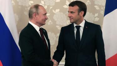 Hai nhà lãnh đạo Nga và Pháp gặp gỡ bên lề Hội nghị thượng đỉnh G20 ở Nhật Bản.