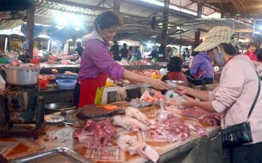 Tại các chợ trên địa bàn tỉnh, sức mua thịt lợn của người dân có giảm nhẹ so với trước.