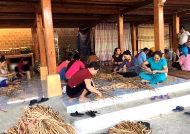 Hội viên Hội Nông dân xã Nghĩa Phúc học nghề để tạo việc làm nâng cao thu nhập.