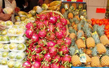 Trái cây Việt được bán tại chợ.