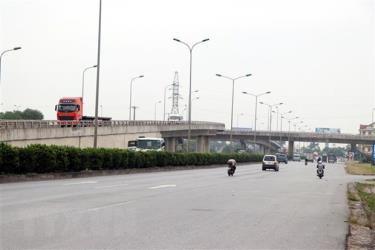 Nút giao lập thể tại điểm giao cắt giữa đường sắt Hà Nội-Hải Phòng, Quốc lộ 5 và đường 390.