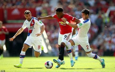 M.U ép sân từ đầu trận nhưng không thể có bàn thắng trong gần như toàn bội thời gian thi đấu chính thức.