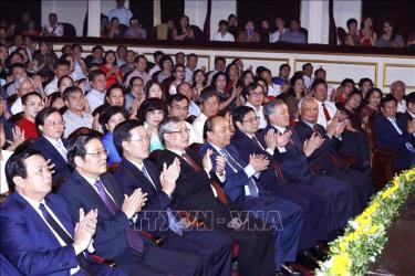 Thủ tướng Nguyễn Xuân Phúc, Thường trực Ban Bí thư Trần Quốc Vượng và các đồng chí lãnh đạo Đảng, Nhà nước dự chương trình.