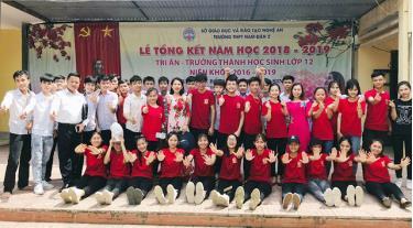 Tập thể lớp 12C1, THPT Nam Đàn 2.