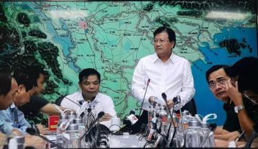 Phó Thủ tướng, Trưởng Ban chỉ đạo Trung ương về Phòng chống thiên tai Trịnh Đình Dũng chỉ đạo cuộc họp.