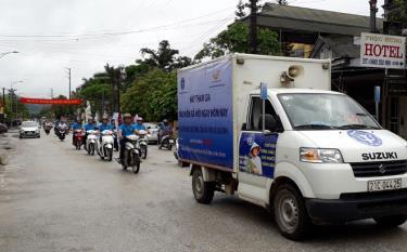 Ra quân tuyên truyền vận động người dân tham gia BHXH tự nguyện.
