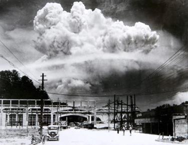 Đám mây hình nấm trên bầu trời Nagasaki vào ngày 9/8//1945.