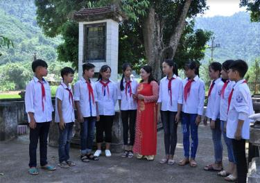 Trường Tiểu học và THCS xã Việt Hồng, huyện Trấn Yên luôn chú trọng giáo dục truyền thống cách mạng cho thế hệ trẻ.