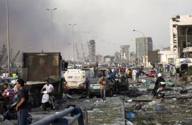 Đường phố tan hoang sau vụ nổ kinh hoàng