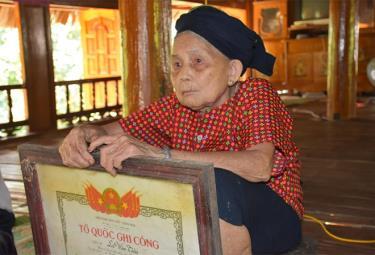 Mẹ Nguyễn Thị Tươi luôn đau đáu về người con trai cả đã hy sinh nhưng chưa tìm thấy mộ.