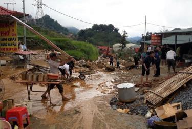 Mưa lũ gây sạt lở một số tyến đường tại Sa Pa, tỉnh Lào Cai.