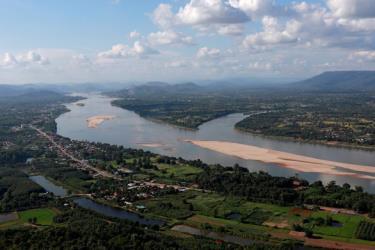 Khúc sông Mekong giáp biên giới giữa hai nước Thái Lan và Lào
