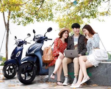 Xe tay ga 50cc thiết kế thời trang, nhiều tính năng hiện đại.
