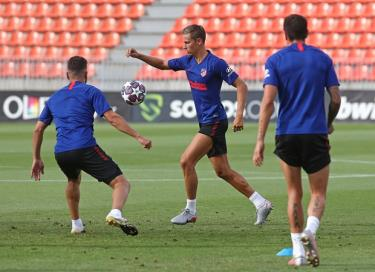 Atletico tập luyện chuẩn bị cho trận gặp RB Leipzig.