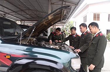 Cán bộ, chiến sĩ Phòng Hậu cần, Công an tỉnh quản lý phương tiện vận tải, đáp ứng yêu cầu công tác.