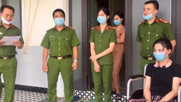 Cơ quan CSĐT Công an tỉnh đọc lệnh bắt bị can Vũ Thị Hòa