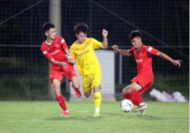 HLV Park Hang Seo đi tìm nhân sự thông qua các trận đấu nội bộ của U22 Việt Nam.