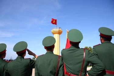 Lễ thượng cờ cột cờ trên đỉnh núi Thới Lới, huyện đảo Lý Sơn, Quảng Ngãi