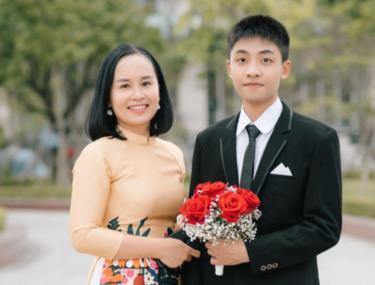 Nguyễn Trung Hải và cô giáo chủ nhiệm