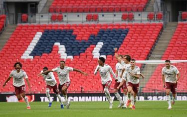 Các cầu thủ Arsenal chơi hay, xứng đáng đoạt siêu cúp Anh.