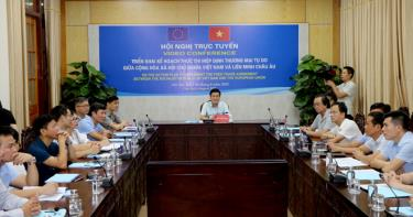 Vice Chairman of the Yen Bai provincial People's Committee Nguyen Chien Thang and leaders of sectors attend the national video conference.