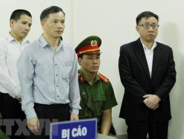 Nguyễn Văn Đài (áo màu xanh nhạt) là bị cáo trong phiên tòa sơ thẩm ngày 5/4/2018 của Tòa án nhân dân thành phố Hà Nội với tội danh