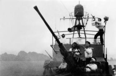 Bộ đội Hải quân nhân dân Việt Nam đánh trả máy bay Mỹ ngày 5/8/1964 (ảnh tư liệu).